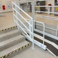 Platforma pionowa z napędem nożycowym to sprytne rozwiązanie w miejscach z ograniczoną przestrzenią na montaż