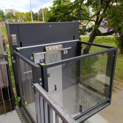 Górna bramka platformy pionowej dla niepełnosprawnych Jura 14.10